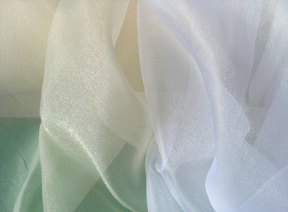 fehér - ekrü színű, fél organza fényáteresztő függöny