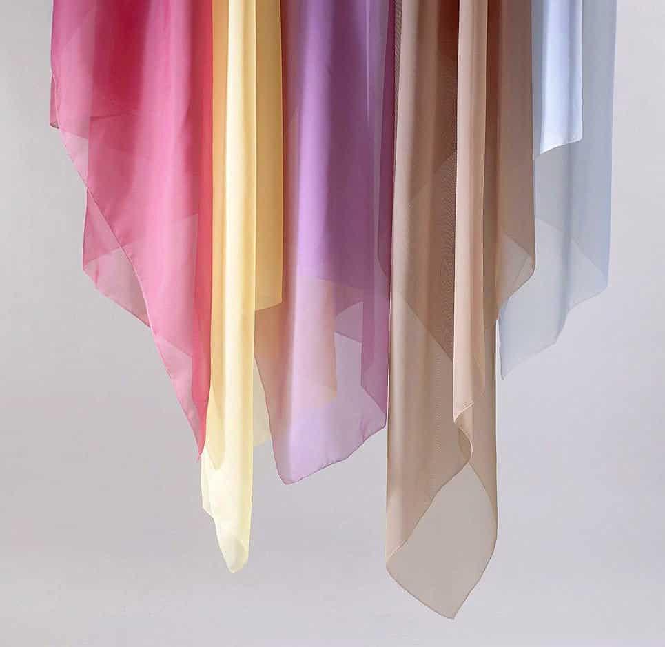 sok színben készítik a voile - fényáteresztő függönyöket