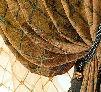 káró mintás arany színű zsenília - dekor sötétítő függöny