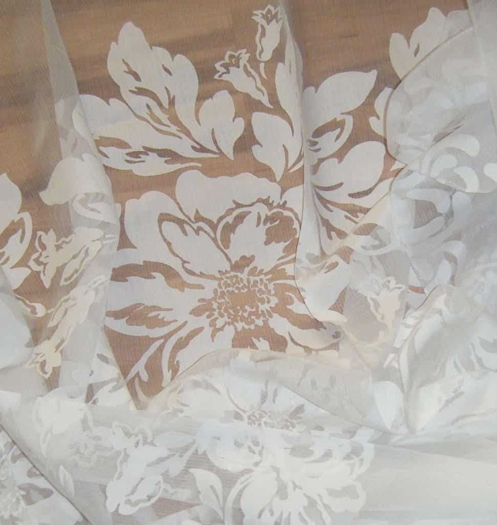 fehér virág mintás maratott organza - fényáteresztő függöny