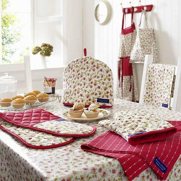 A konyhai kiegészítő textilek használata, otthonos és látványos dekoráció elem, a praktikum mellett!