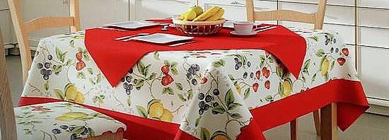 Gyümölcs mintás konyhai anyagok egyszínűvel kombinálva.