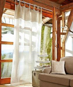 Fehér voile kültéri függöny.
