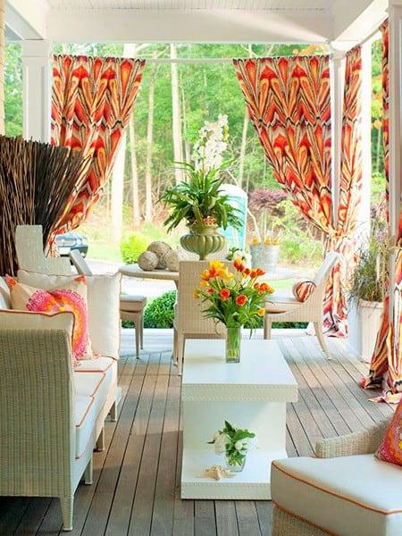 A tarka színek, vidámságot teremt a teraszon kültéri textília ként használva.