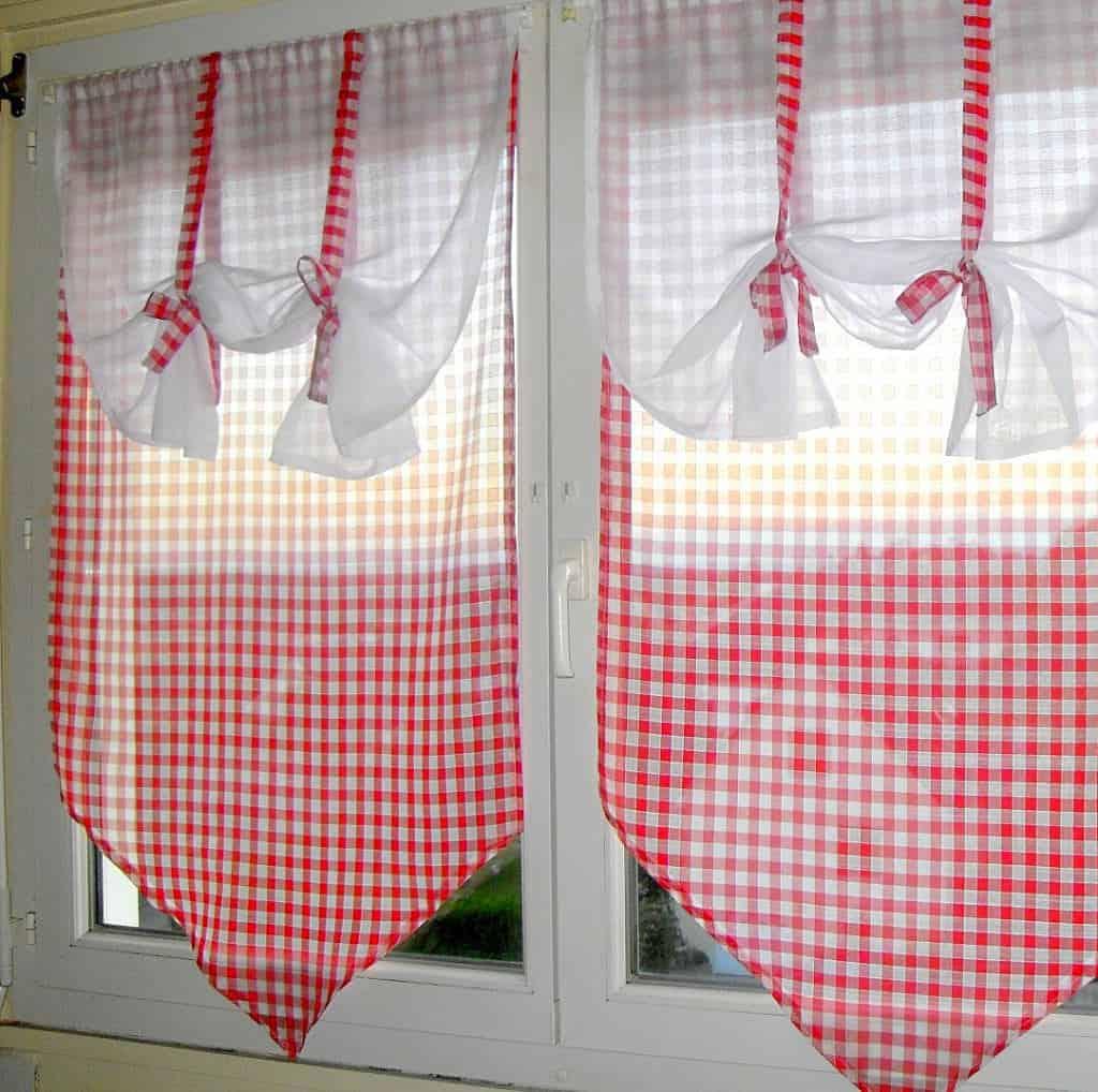 Egyedi fazonú vitrázsfüggöny mintás dekor anyaggal, ajtófüggönynek is kiváló!