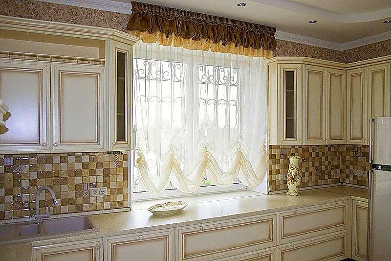 Konyhai függöny kisméretű ablakokra – átok vagy áldás a méret? – 2. rész.