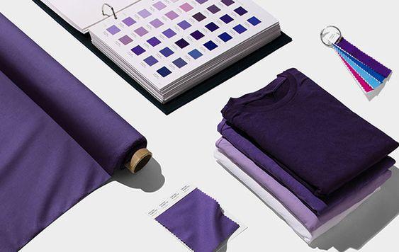 2018 év színe az ultra violet_élénk lila (108)