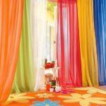 Játék a színekkel, füles fényáteresztő függöny.
