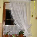 Vitrázs függöny - klasszikus fazonnal, alap és kész függönyből, függöny fodor díszítéssel.