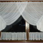 Vitrázs függöny - klasszikus fazonnal, alap függönyből, csipke bortni díszítéssel.