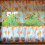 Vitrázs függöny modern fazonnal . Alap függönyből , csak vidáman, élénken, változatosan.